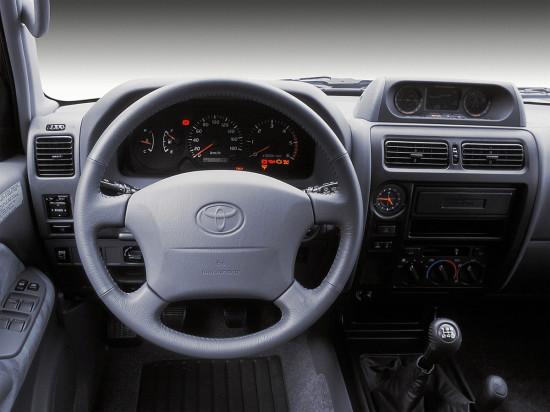приборная панель и центральная консоль Toyota Land Cruiser 90 Prado