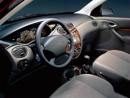 интерьер салона хэтчбека Ford Focus 1 поколения
