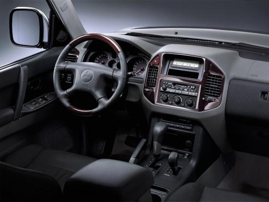 интерьер салона Mitsubishi Pajero 3
