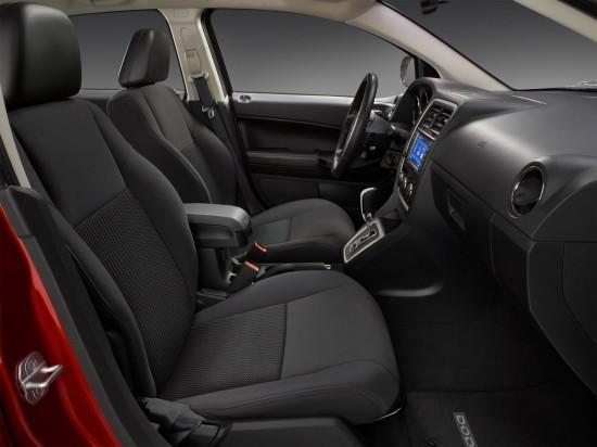в салоне Dodge Caliber (передние кресла)