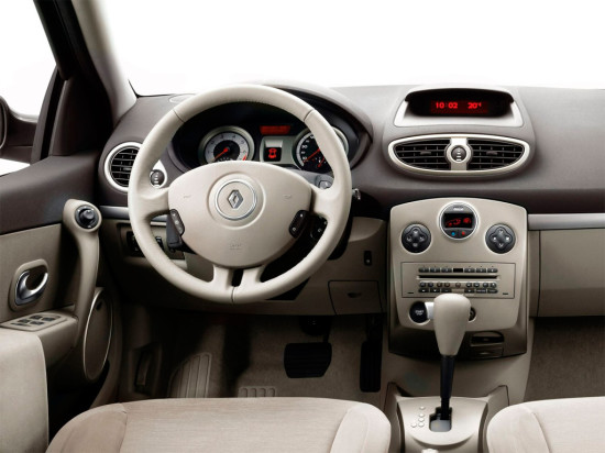 интерьер салона Renault Clio 3