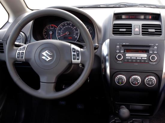 интерьер салона Suzuki SX4 Sedan