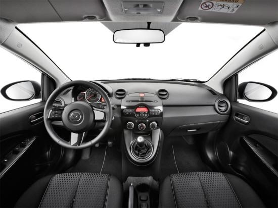 интерьер салона Mazda 2 2014
