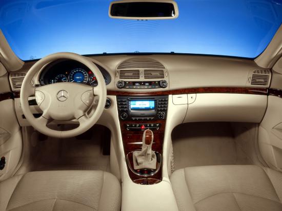 интерьер салона Mercedes-Benz E-Class W211