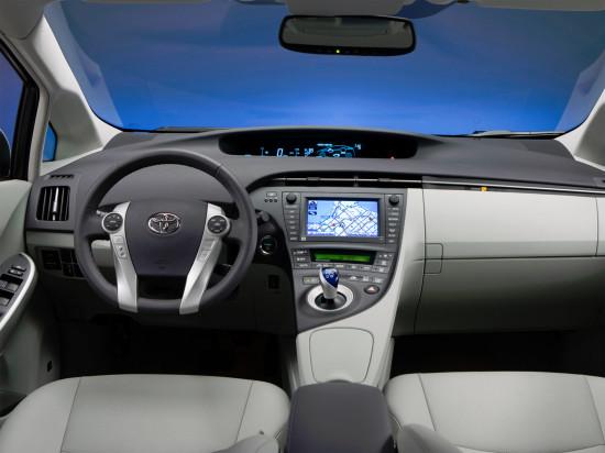 интерьер салона Toyota Prius 3