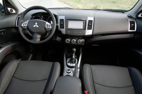 интерьер салона Mitsubishi Outlander NEW XL