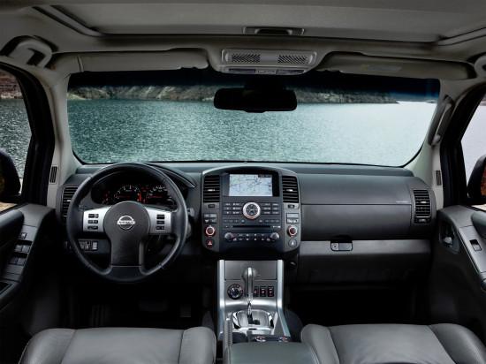 интерьер салона Nissan Pathfinder 3 (R51)