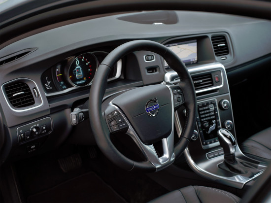 интерьер салона Volvo V60 1-го поколения