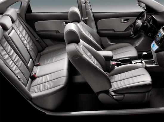 в салоне Hyundai Elantra HD (2006-2010)