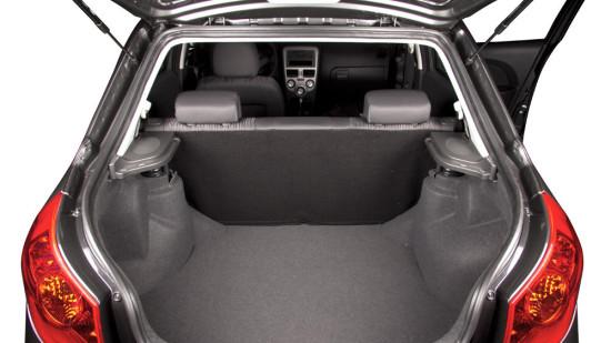 багажное отделение лифтбека ZAZ Forza