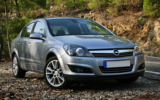 седан Opel Astra H Family
