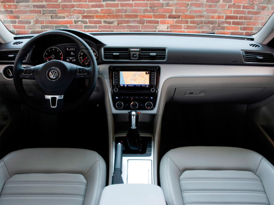 интерьер седана Volkswagen Passat B7