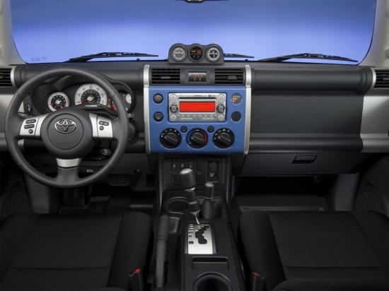 передняя панель и центральная консоль Toyota FJ Cruiser
