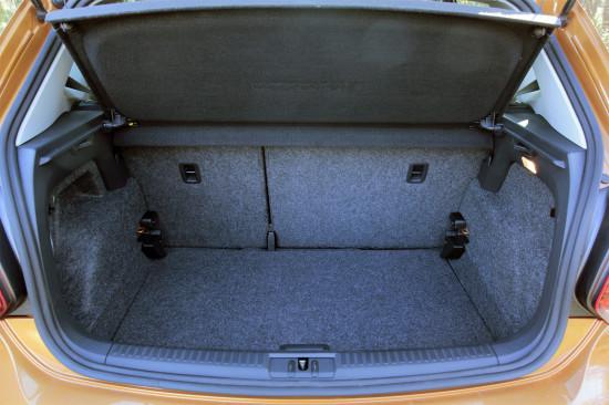 багажное отделение Фольксвагена Кросс Поло 2010-2016