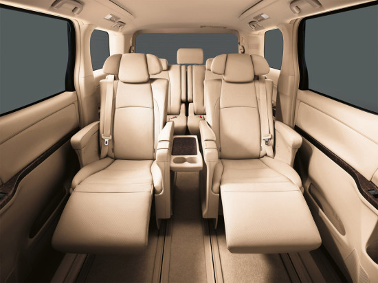 в салоне Toyota Alphard 2