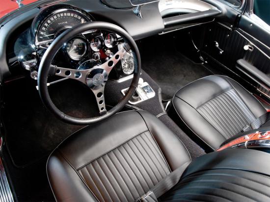 интерьер салона Chevrolet Corvette C1