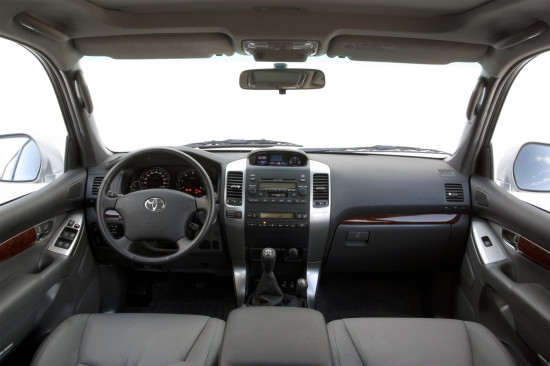 интерьер салона Toyota Land Cruiser 120 Prado