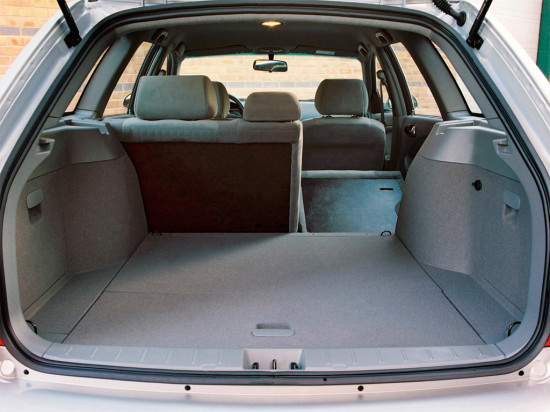 багажное отделение универсала Chevrolet Lacetti