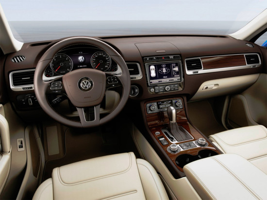 интерьер салона Volkswagen Touareg 2015