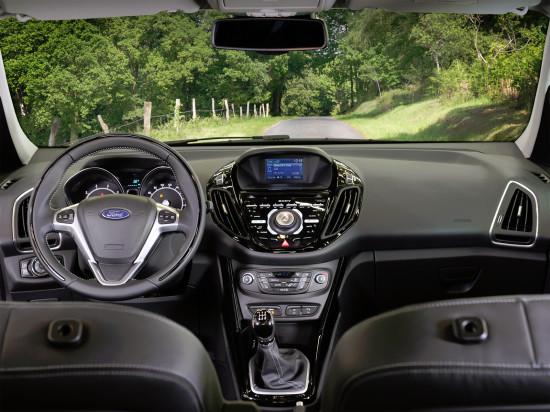передняя панель и центральная консоль Ford B-Max