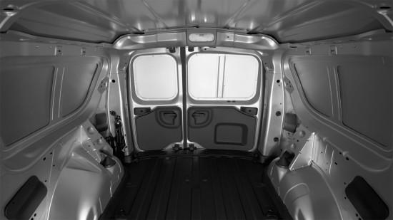 в грузовом отсеке фургона Lada Largus Van