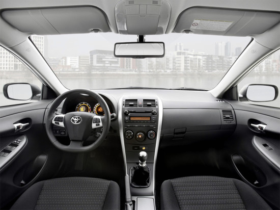 интерьер Corolla E150 (2010-2013 годов)