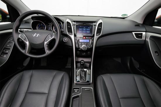 интерьер хэтчбека Hyundai i30 GD 2015