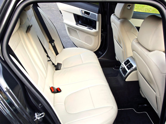 второй ряд кресел универсала  Jaguar XF Sportbrake