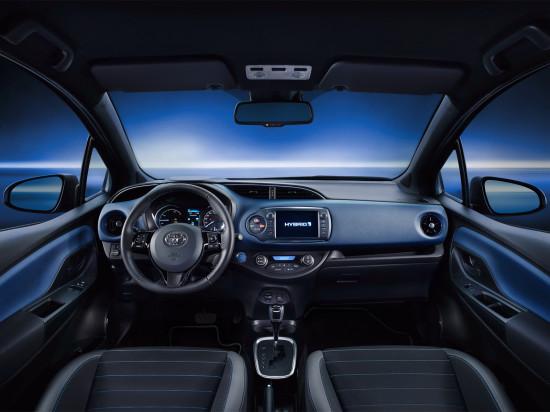 интерьер салона Toyota Yaris 3 Hybrid