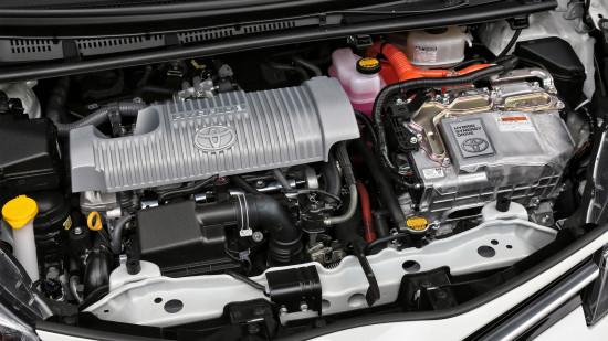 под капотом Toyota Yaris 3 Hybrid