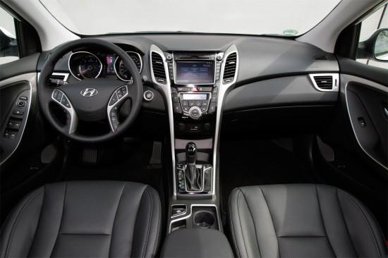 интерьер универсала Hyundai i30 2015 года
