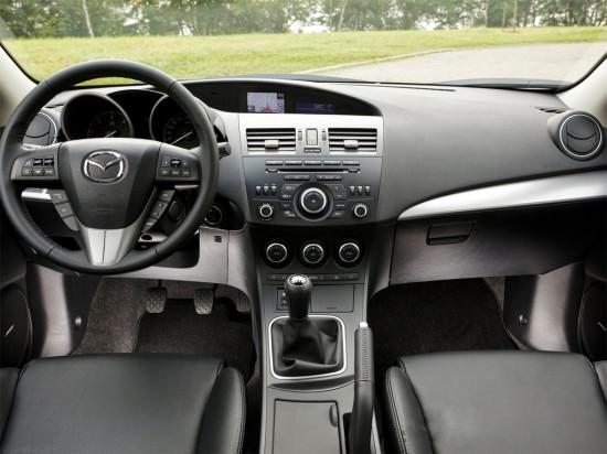 интерьер салона Mazda 3 2012 года
