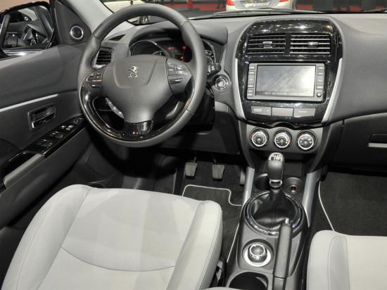 интерьер салона Peugeot 4008