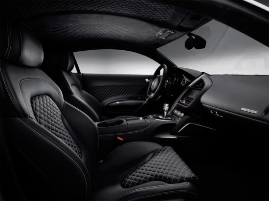 в салоне Audi R8 2012