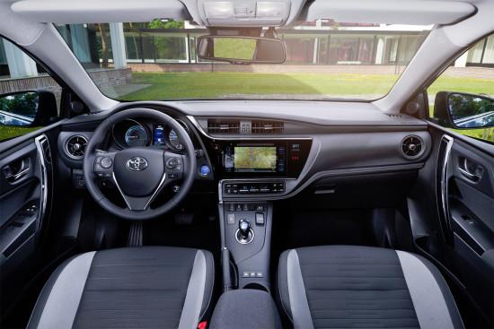 интерьер салона Toyota Auris E180