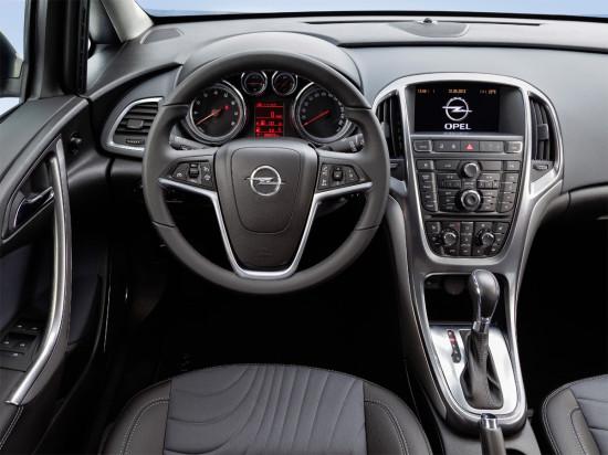 интерьер салона седана Opel Astra J