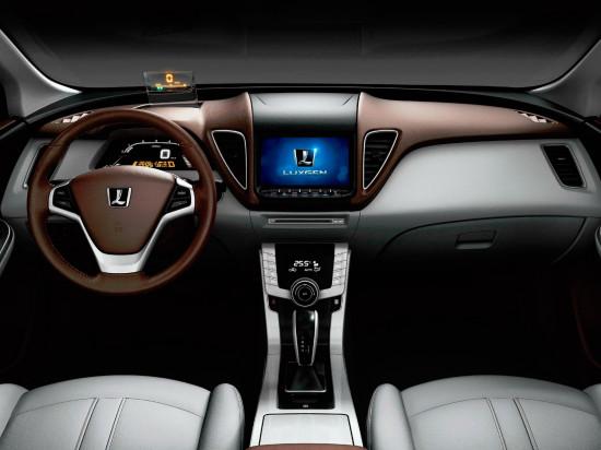 интерьер салона Luxgen 5 Sedan
