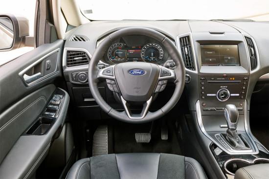приборная панель и центральная консоль Ford Grand C-Max