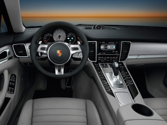 салон Porsche Panamera S Hybrid