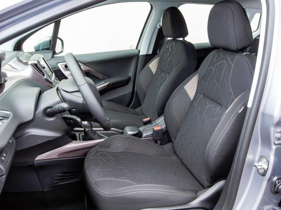 интерьер салона Peugeot 2008