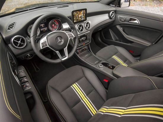 интерьер салона Mercedes-Benz CLA