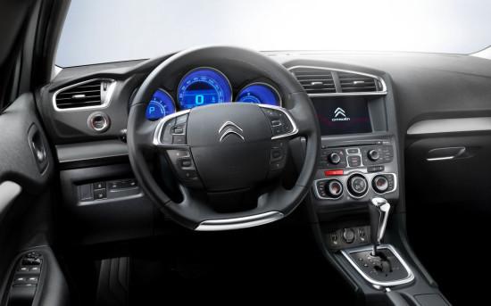 интерьер салона Citroen C4 Sedan 2013-2016 годов