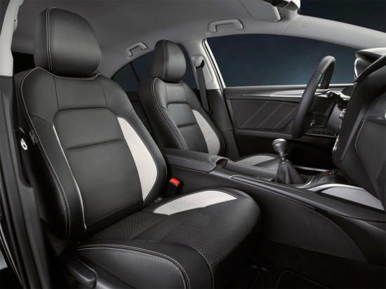 интерьер салона Toyota Avensis 3 (2016)
