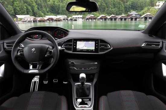 интерьер салона Peugeot 308 2-го поколения