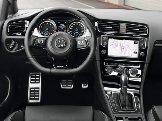 интерьер салона VW Golf R