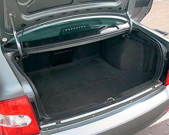 багажное отделение седана Лады Приора
