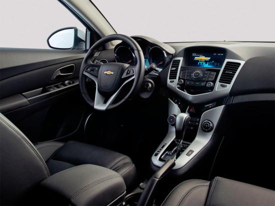 интерьер салона седана Chevrolet Cruze