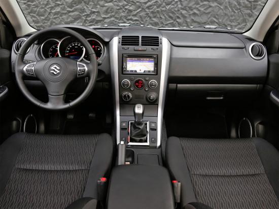 интерьер салона Suzuki Grand Vitara 2 5D