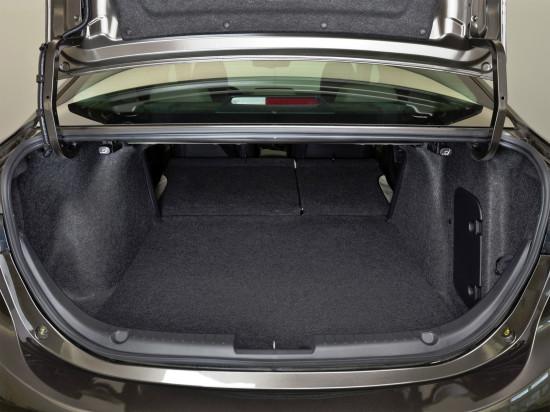 багажное отделение седана Мазды 3 (3-го поколения)