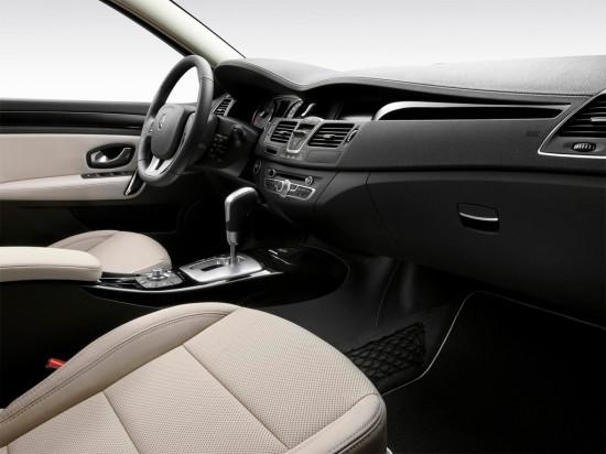 в салоне Renault Laguna 3 Coupe
